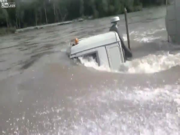 Kamion pod vodou