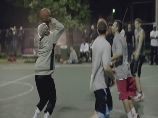 Stařík a basketbal