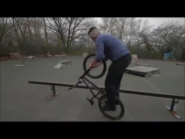 Neuvěřitelné triky na kole
