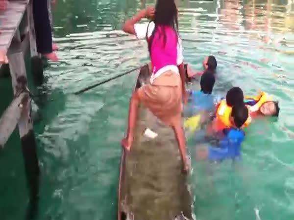 Jak vylít vodu z lodě