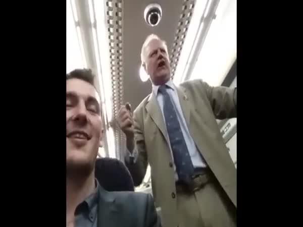 Zpívající děda v metru