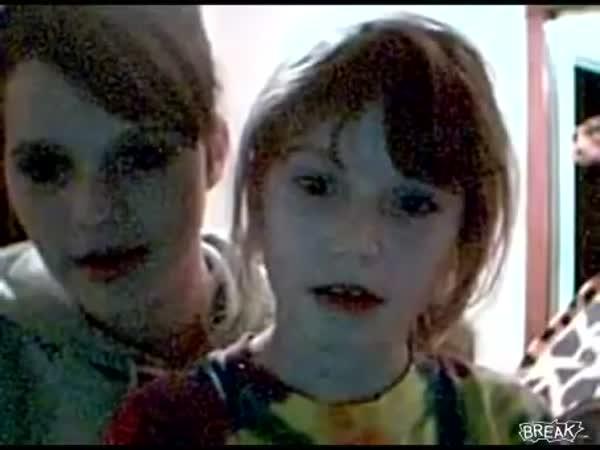 Děti reagují na Scary Maze Game