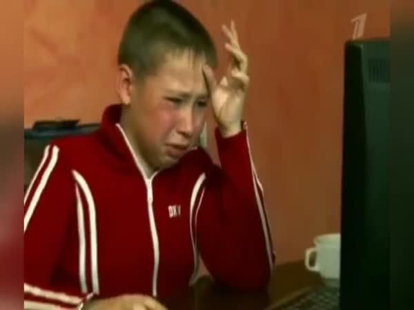 Máma zakázala synovi počítač