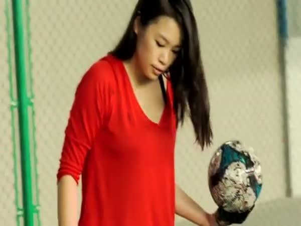 Malování fotbalovým míčem