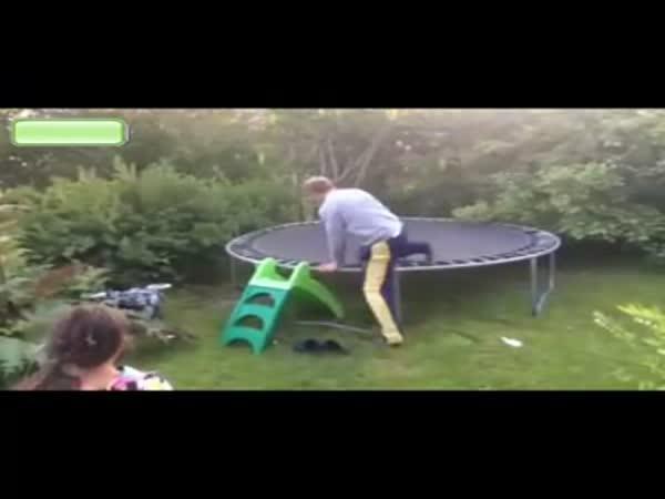 Opilec na trampolíně