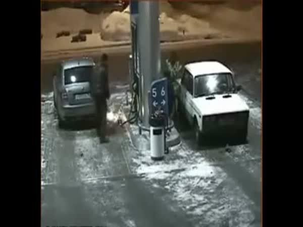 Největší blbci - benzínky