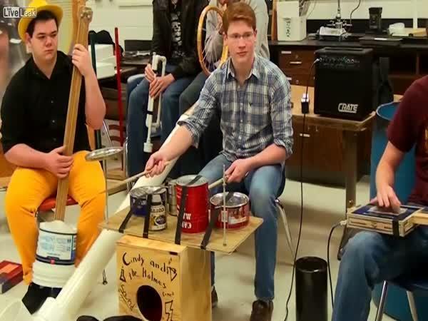 Nejbizarnější hudebníci s nástroji