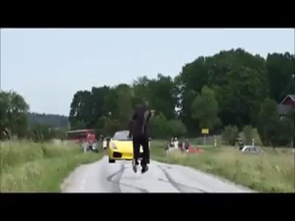 Přeskočí Lamborghini v 130km/h