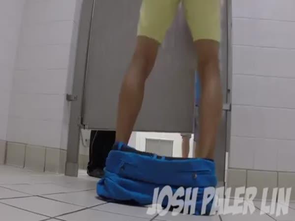Soulož na veřejném WC