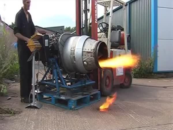 Domácí proudový motor