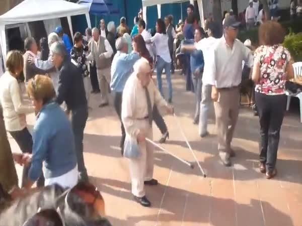 Dědeček tančí