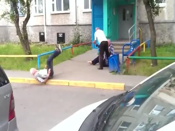 Rvačka ruských důchodců