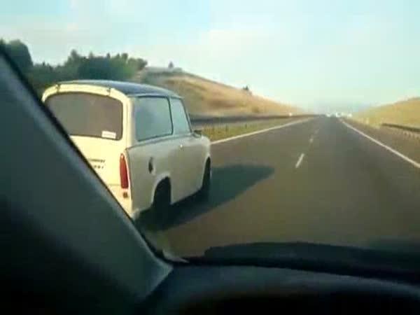 Trabant předjíždí ve 180km/h