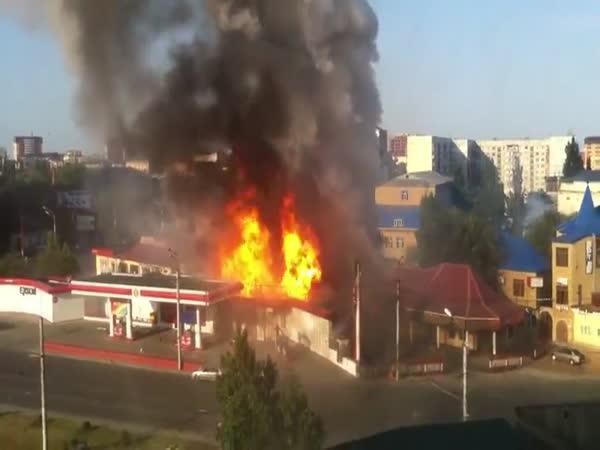 Brutální exploze čerpací stanice