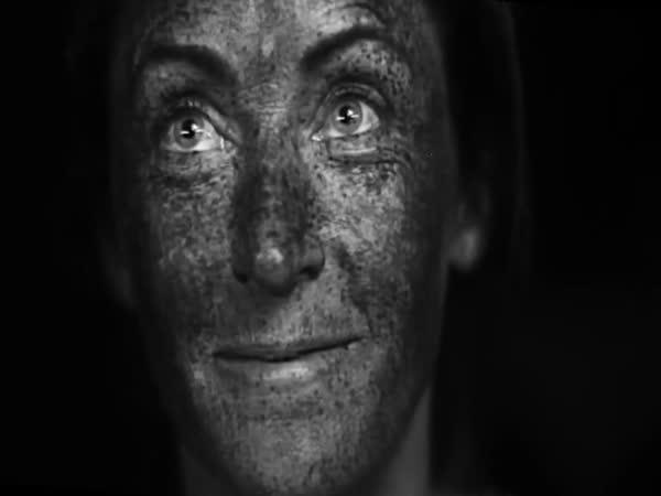 Jak vypadáme pod UV světlem?