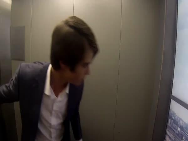 Nachytávka - Nevídaná porucha výtahu