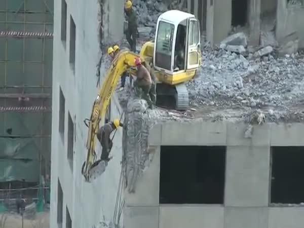 Pekingští pracovníci riskují životy