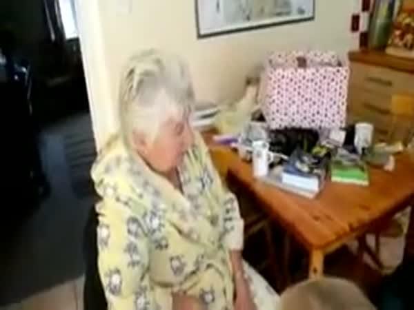 Překvapení pro truchlící pár