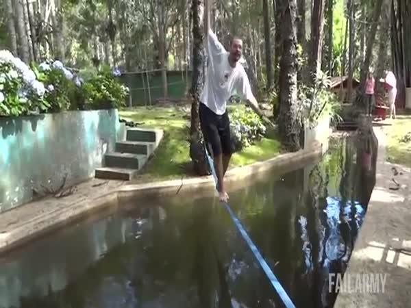 Největší blbci - Tarzan style