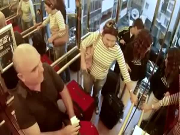 Skrytá kamera - Výtah