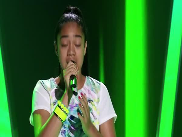 Dvanáctiletá dívka vystřihla Rihannu
