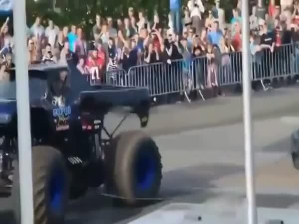 Monster Truck vletěl do diváků