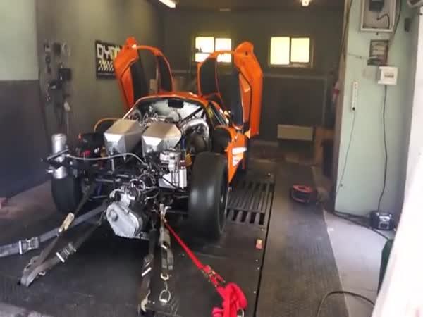 Motor s 2200 koňmi
