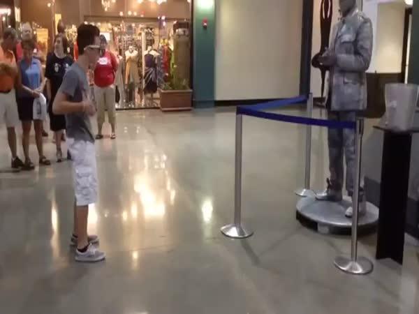 Socha vs. divák - dupstep tanec