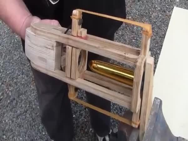 Mašinka na nasazování kondomů