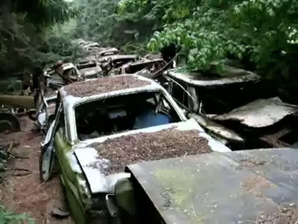 Automobilový hřbitov