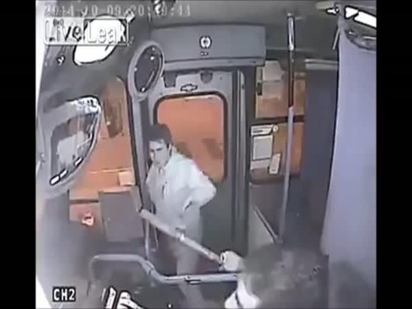 Řidič MHD vytrestal kapsáře