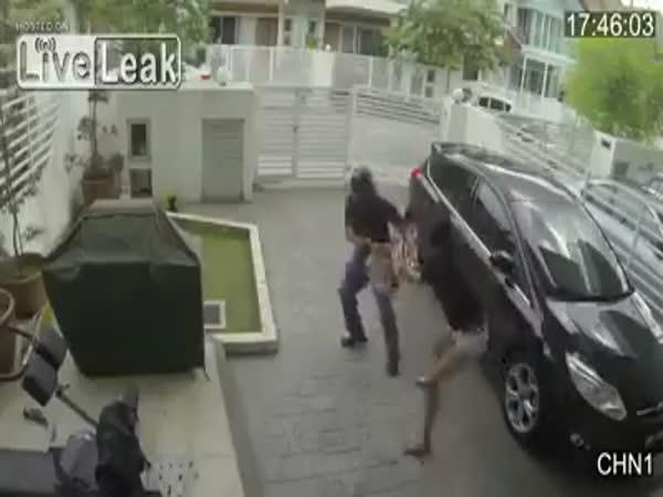 Bohatá panička zmlátila zloděje