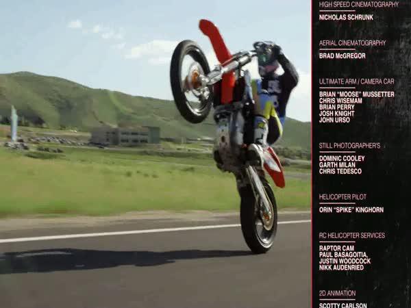 Skokanský můstek - skok na motorce