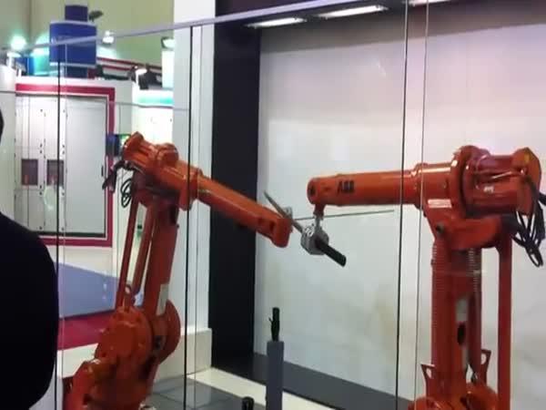 Šerm mezi dvěma roboty