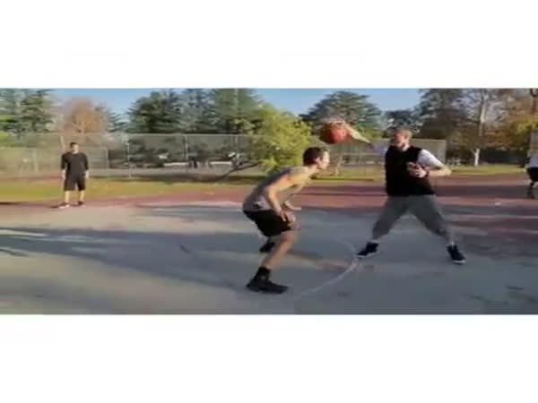 Basketbal - Dribling jednou rukou