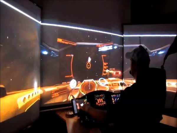 Parádní simulátor vesmírné loďě