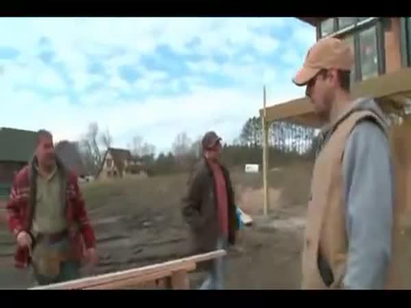 Frajeřinka na stavbě - hod koutouče
