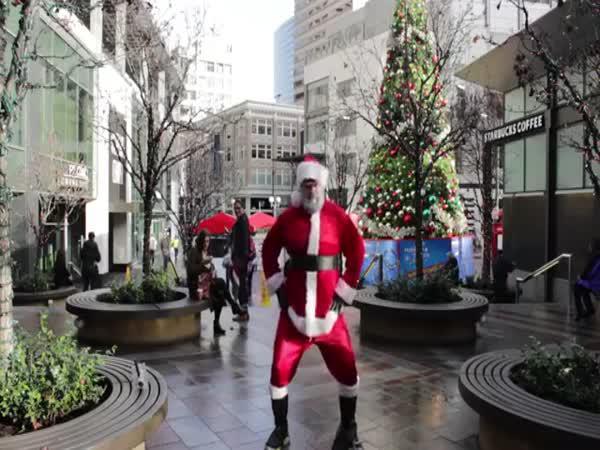 Tančící veselý Santa Claus