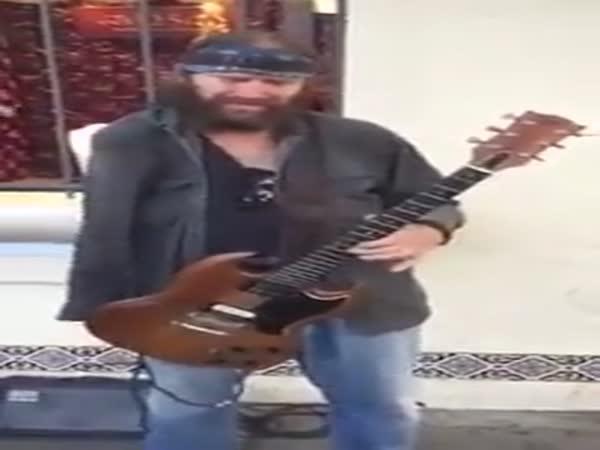 Jednoruký kytarista