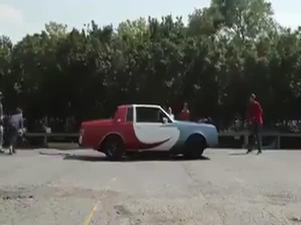 Auto skáče přes švihadlo