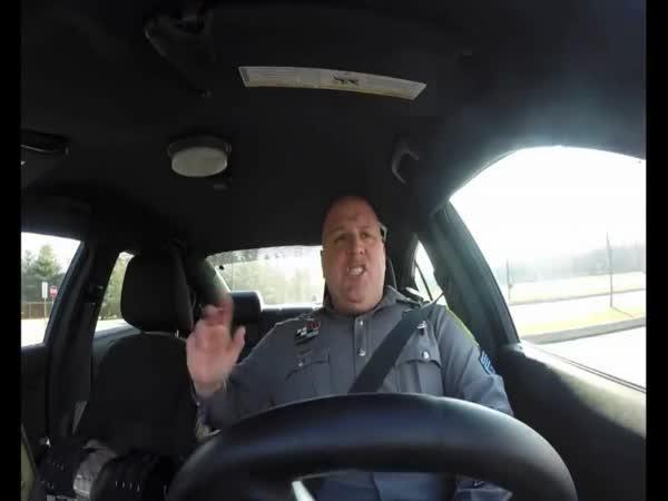 Zajímavá služba v policejním voze