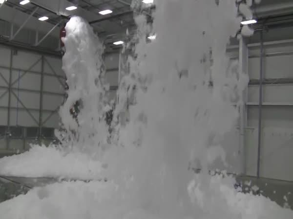 Nácvik požárního poplachu v hangáru