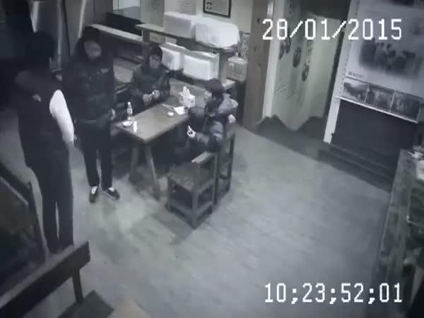 Číňanka zpráskala výtržníky