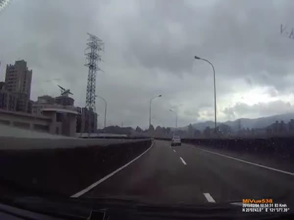 V Tchaj-peji spadlo letadlo do řeky