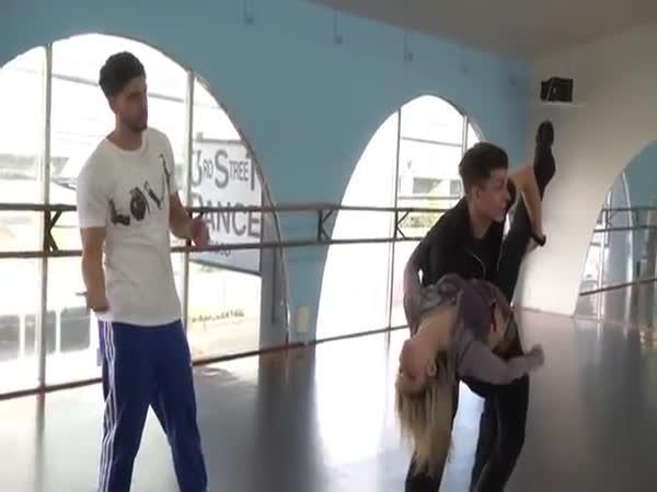 Trenér tance sváděl přítelkyni
