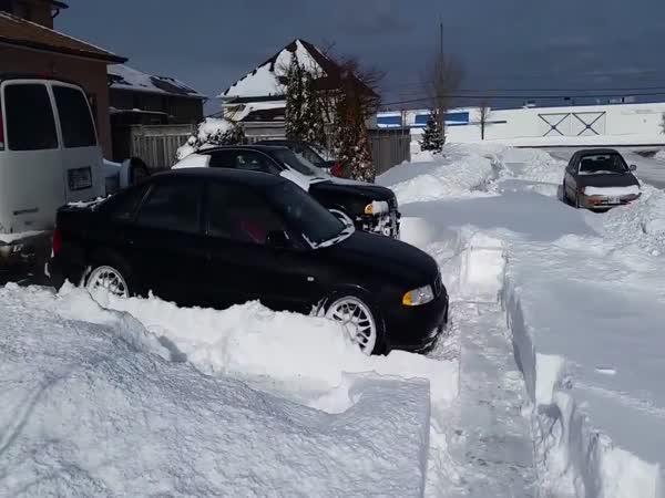 Audi 4x4 vs. závěj