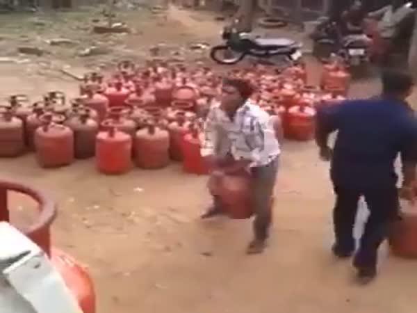 Borci s plynovými láhvemi