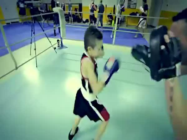 Nadějná mladá boxerská hvězda