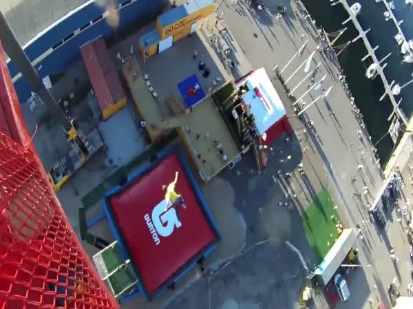 Skok do plachty z 52 metrů