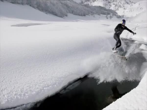 Red Bull - snow - wakeskating